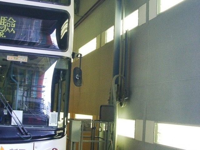 Wall-Man pneumatic man lift for painting buses