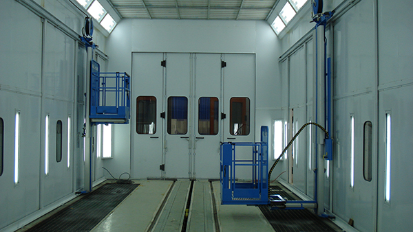 Wall-Man pneumatic man lift spray booth