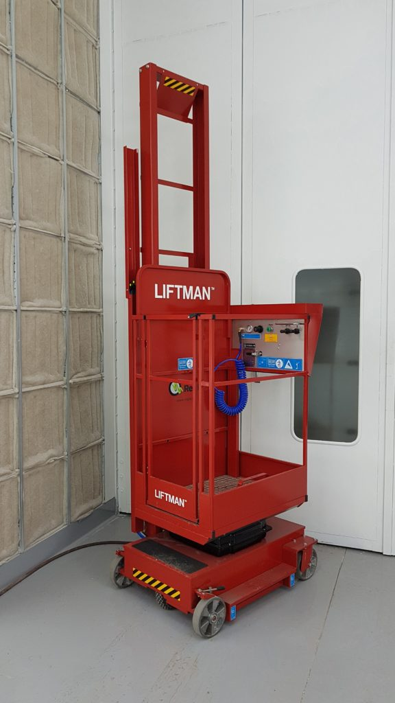 Liftman for preperation booths