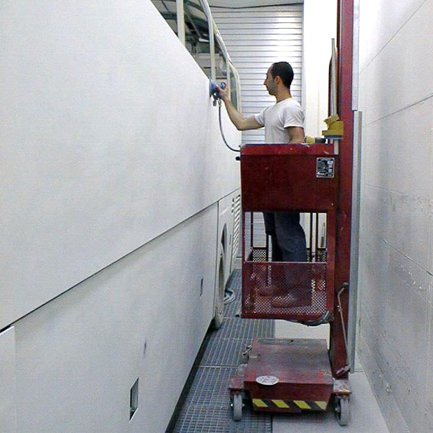 Liftman pneumatic man lift for preparation on bus
